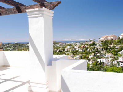 Nueva Andalucia, Quality apartment for sale in Nueva Andalucia with views over the golf valley
