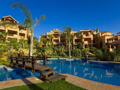 Estepona, Luxury penthouse in the New Golden Mile in Estepona with panoramic sea and golf views