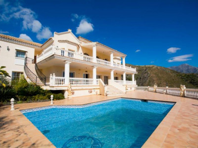 Benahavis, Fantastic villa in Benahavis with panoramic golf and sea views