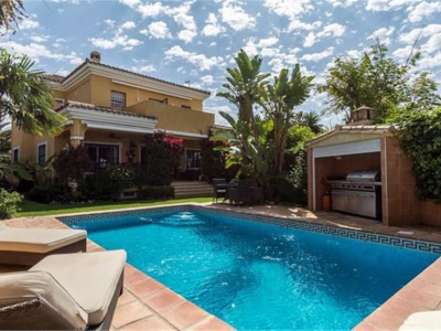San Pedro de Alcantara, Charming villa in San Pedro de Alcantara just 200 metres from the beach
