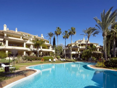 Nueva Andalucia, Duplex penthouse in Nueva Andalucia with stunning views of the golf course and valley
