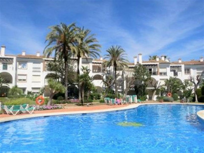 Estepona, Fantastic beachfront apartment in the New Golden Mile in Estepona with stunning sea views