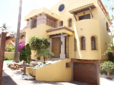 San Pedro de Alcantara, Large beach side villa in San Pedro de Alcantara set on a stunning plot