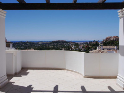 Nueva Andalucia, 4 bedroom new penthouse apartment in Nueva Andalucia with panoramic views over the golf valley