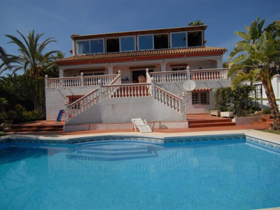 Marbella East, 3 bedrooms villa in Marbella east just a short walk from the beach