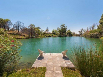 Coin, Beautiful 3 bedroom country villa for sale in Coin overlooking a private natural lake