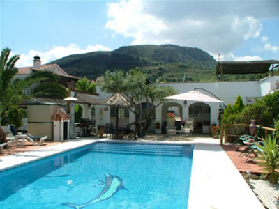 Alora, Spacious 4 bedroom country house in Alora with numerous charming terraces and patios