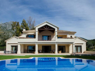 Marbella Golden Mile, Beautiful villa for sale in Nagueles in the heart of the Marbella Golden Mile