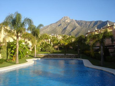 Marbella Golden Mile, Townhouse for sale in Nagüeles a 5 minute drive from Marbella and Puerto Banus