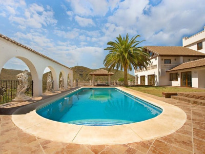 Alhaurin el Grande, 7 bedroom finca for sale in Alhaurin El Grande completely renovated to offer modern luxury