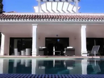 Estepona, Contemporary style villa in Atalaya in Estepona set in exquisite manicured grounds