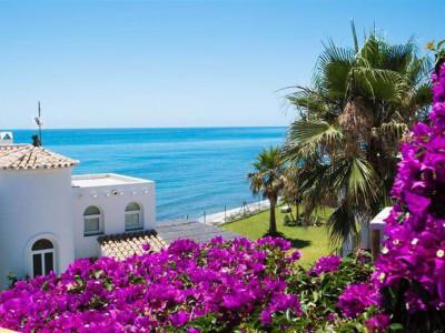 Mijas Costa, Bargain beachside townhouse in Mijas Costa with stunning sea views