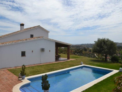Mijas Costa, Villa in Mijas Costa with 10 horse stables and 2 paddocks surrounded by nature