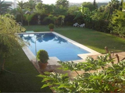 Marbella East, Exceptional villa in a quality urbanisation in Marbella east with sea views