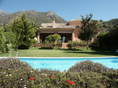 Marbella Golden Mile, Exclusive villa in the Marbella Golden Mile with two separate guest houses