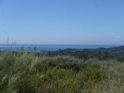 Benahavis, Plot in Benahavis in a popluar golf & country club with stunning views of the coast