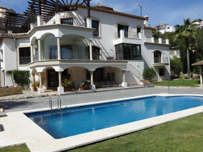 Benahavis, Magnificent classical style villa in Benahavis in the an exclusive Golf & Country Club