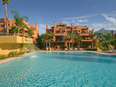 Nueva Andalucia, Stunning penthouse apartment in Nueva Andalucia within walking distance to Puerto Banus