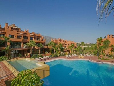 Nueva Andalucia, Stunning duplex penthouse apartment in Nueva Andalucia within walking distance to Puerto Banus