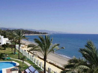Marbella Golden Mile, Luxury sea front apartment in the Marbella Golden Mile overlooking the beach