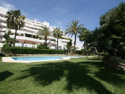 Nueva Andalucia, Apartment in the Nueva Andalucia golf valley behind Puerto Banus
