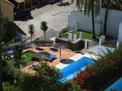 Benahavis, Charming townhouse for sale in Benahavis with wonderful views of the sea and coast
