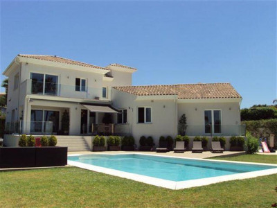 Marbella East, Quality villa in Elviria in Marbella east with panoramic sea view and all day sun