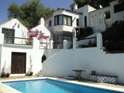 Casares, Charming finca for sale in Casares pueblo with panoramic views to the coast