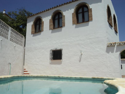 Casares, Country villa in Casares pueblo with fantastic views over the village and Mediterranean