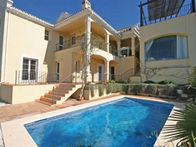 Istan, Lovely villa in Istan with stunning panoramic views of the lake and sea