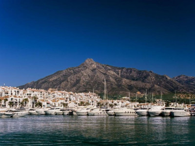 Marbella - Puerto Banus, Second line apartment in Puerto Banus with great views over the harbour and sea