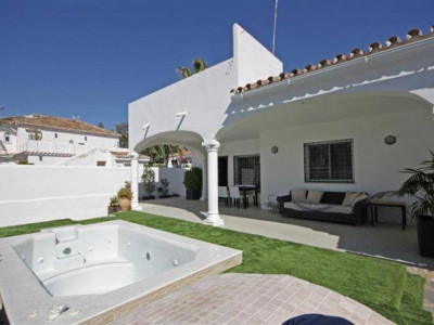 Marbella East, Lovely villa located in Marbella east just a stones throw from the beach