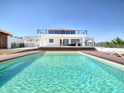 Estepona, Fully renovated villa in Estepona on the New Golden Mile with panoramic sea views