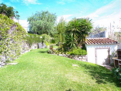 San Pedro de Alcantara, Bargain quality villa in Guadalmina Alta with a separate guest house