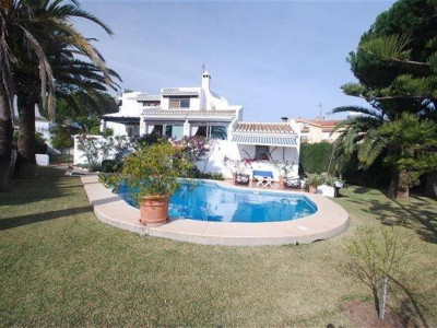 Marbella East, Excellent villa in el Rosario in Marbella east just 200 metres from the beach