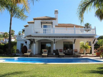 Nueva Andalucia, Exquisite villa in Nueva Andalucia just a 5 minute drive from Puerto Banus