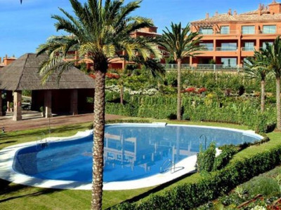 Estepona, Frontline golf garden apartment in Atalaya in Estepona a few minutes from the beach