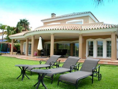 Mijas Costa, Exceptional villa for sale in Mijas costa close to a popular golf course