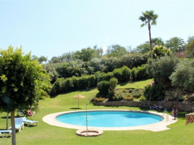 Benahavis, Quality apartment for sale in La Quinta with stunning golf and lake views