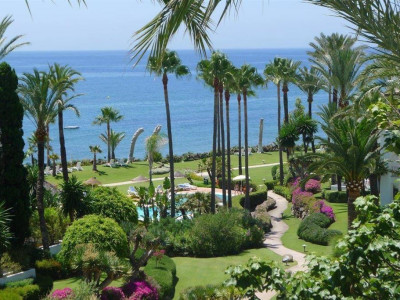Estepona, Beachside duplex penthouse apartment in Estepona located in a stunning complex