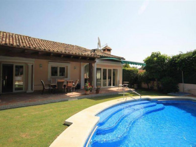 Nueva Andalucia, Lovely villa for sale in the Las Brisasa in Nueva Andalucia golf Valley