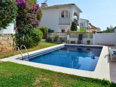 Benalmadena, Wonderful villa for sale in Arroyo de la Miel in Benalmadena with sea views