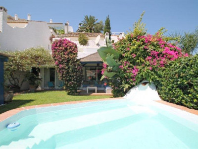 Nueva Andalucia, Charming villa for sale in  Nueva Andalucia just a few steps from Puerto Banus
