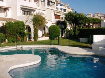 Nueva Andalucia, Magnificent duplex penthouse for sale in Nueva Andalucia a short walk from Puerto Banus