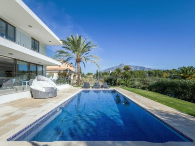 Nueva Andalucia, Amazing new contemporary villa for sale in Nueva Andalucia close to Puerto Banús