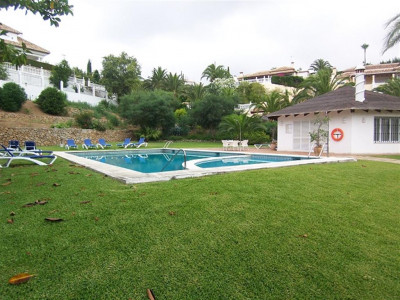 Marbella East, Cosy villa for sale in Elviria in Marbella East set on a private plot