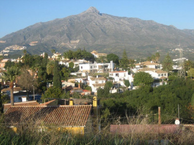 Nueva Andalucia, Plot of land for sale in a prime location in Nueva Anldaucia behind Puerto Banus