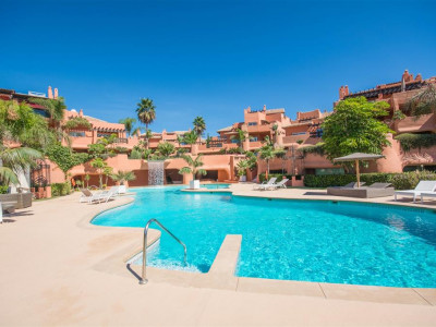 Marbella East, Penthouse for sale in Marbella East in a prestigious first line beach complex