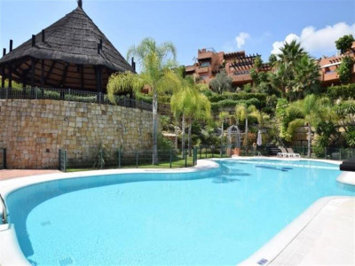 Nueva Andalucia, Bright and cosy ground floor apartment for sale in Nueva Andalucia in a prestigious complex