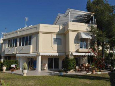 Benahavis, Spacious corner town house for sale in La Quinta in Benahavis